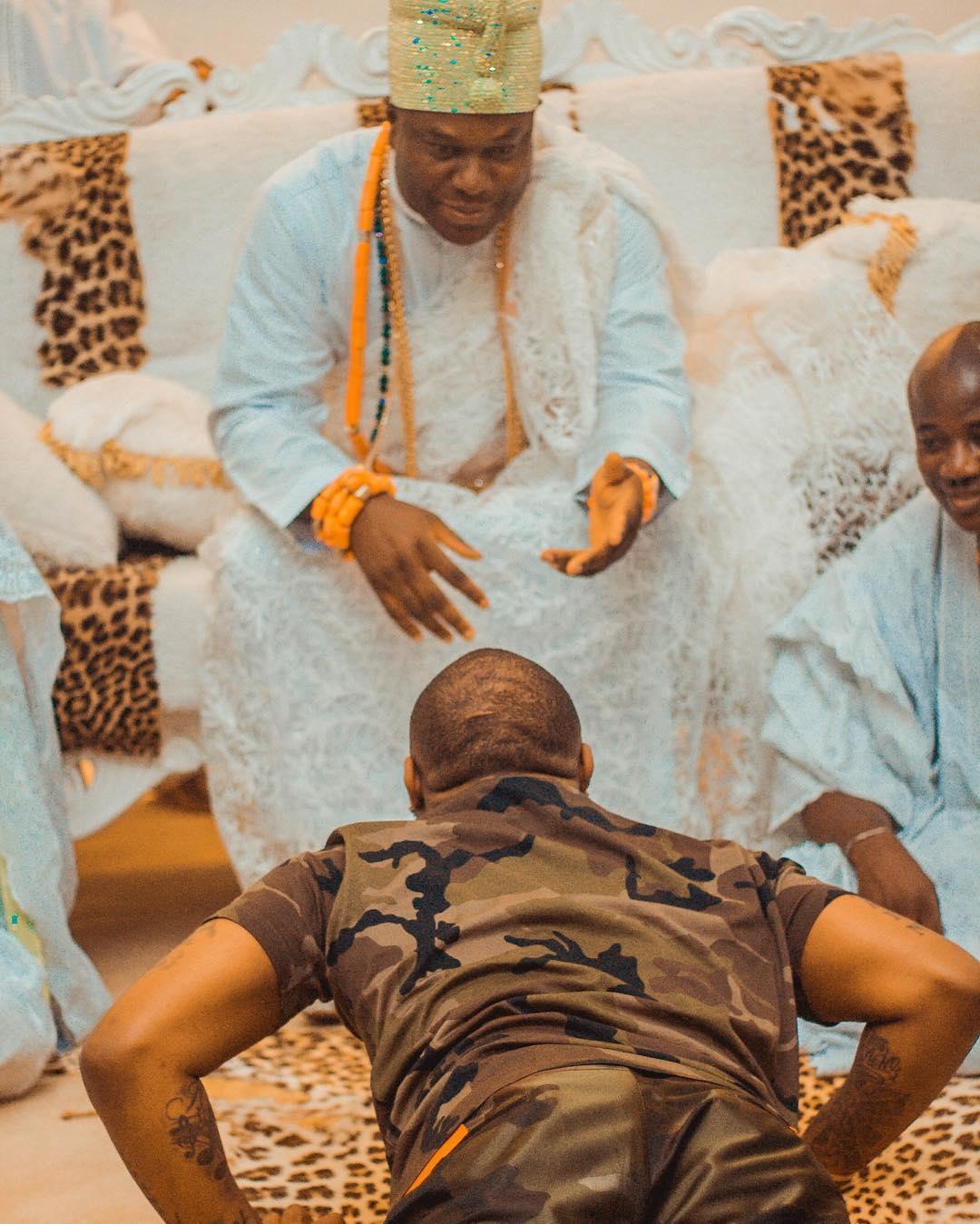 Davido Prostrates flat to Ooni Of Ife, Oba Ogunwusi